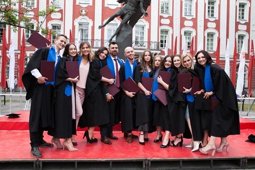 问:申请和留学俄罗斯大学是什么条件?最早什么时候开始申请?
