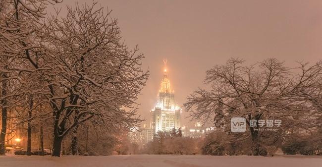"""这五张照片把莫斯科国立大学的""""春夏秋冬""""表现地太美了"""